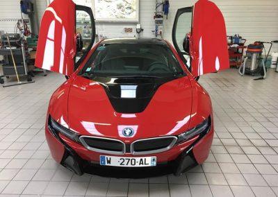 Belle BMW I 8 !!!!  Petite vis…..
